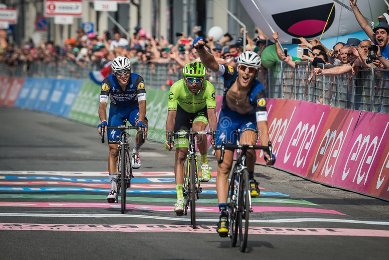 Pinerolo, Włochy Maj 26, 2016; Matteo Trentin wygrywał scenę Giro D'Italia 2016 od Muggià ² Pinerolo zdjęcia stock