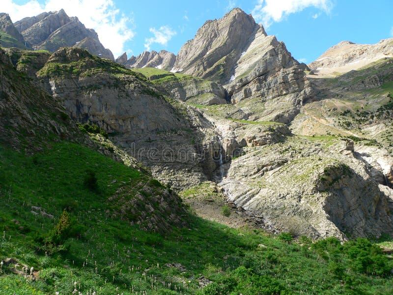 Pineta y Punta de Forcarral Pico, Valle de Pineta (Испания) стоковые фото