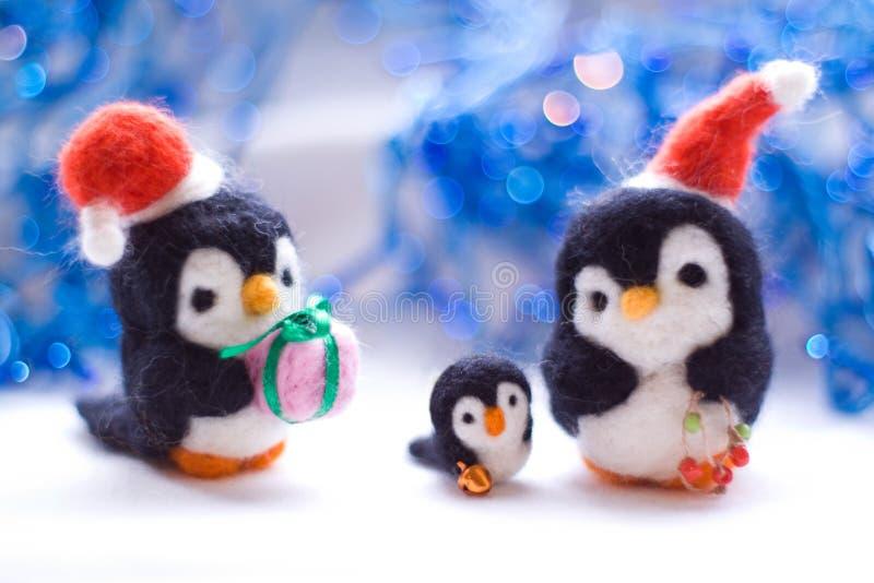Pingüino de Felted familly imagen de archivo