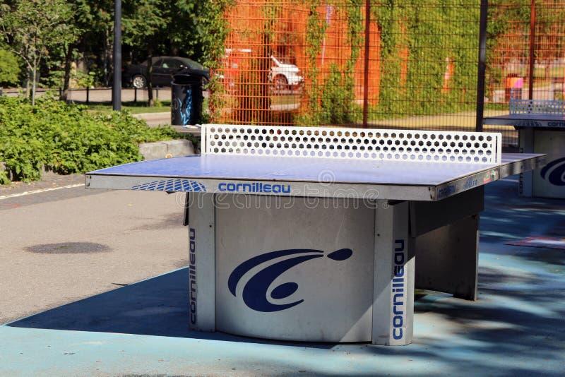 Ping Pong Table Located al aire libre en Helsinki céntrica imagenes de archivo