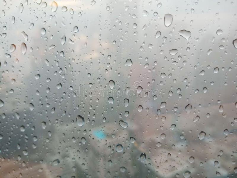 Pingos de chuva na janela fotos de stock royalty free