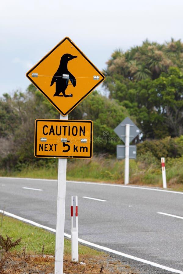 Pinguins de la precaución de la muestra fotos de archivo libres de regalías