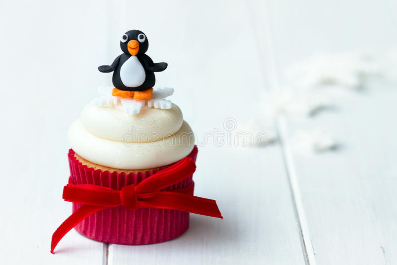 Download Pingvinmuffin arkivfoto. Bild av cakes, iced, frostat - 27168976