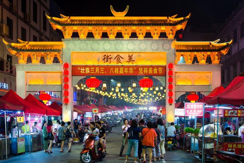 PINGXIANG CHINY, MAJ, - 21, 2017: Tradycyjni Chińskie bramy leadin obrazy stock