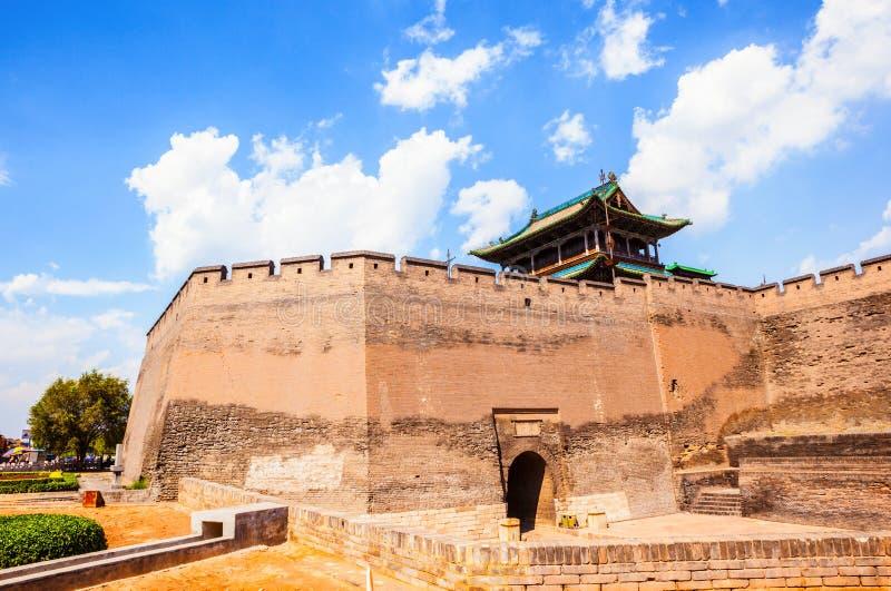 Pingyao scène-poort toren en stadsmuur stock foto