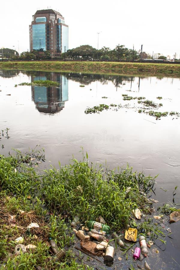 Download Pinheiros-Fluss redaktionelles stockfotografie. Bild von schlamm - 47100227