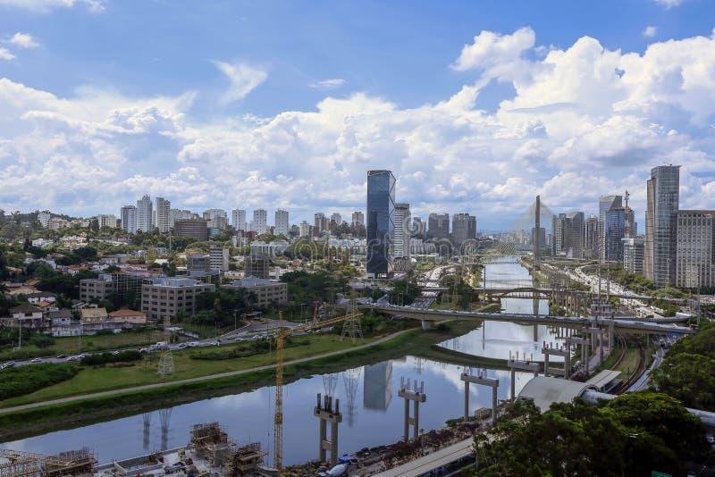 Pinheiros marginal, Sao Paulo, el Brasil imagen de archivo