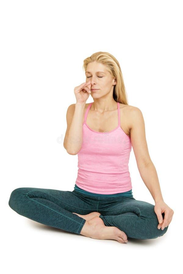 Pink_Anuloma Viloma_left de femme de yoga image stock