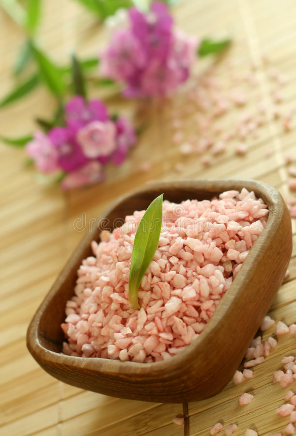 Free Pink Bath Salt In Wooden Bowl And Pink Flowers. Stock Image - 10172151