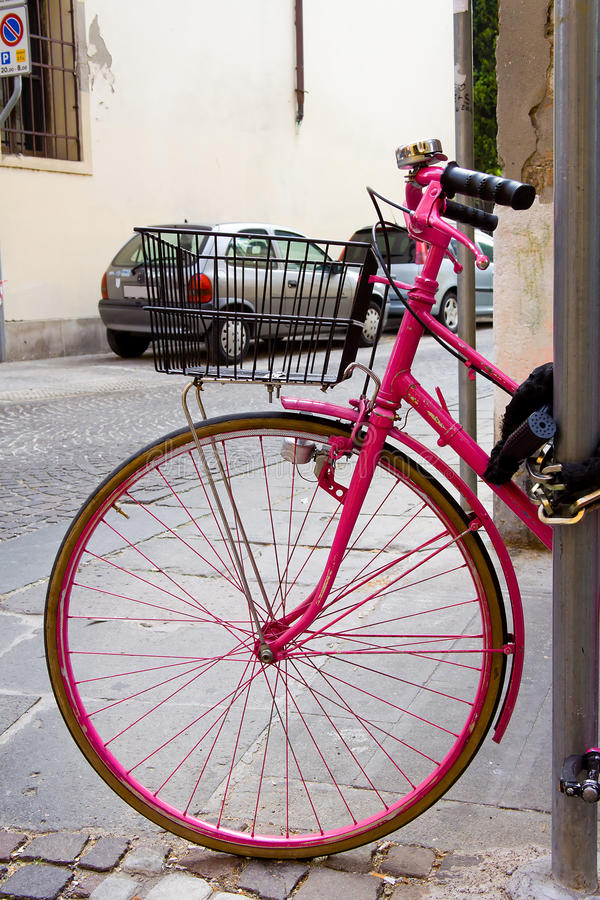 Free Pink Bicycle Royalty Free Stock Images - 20135379