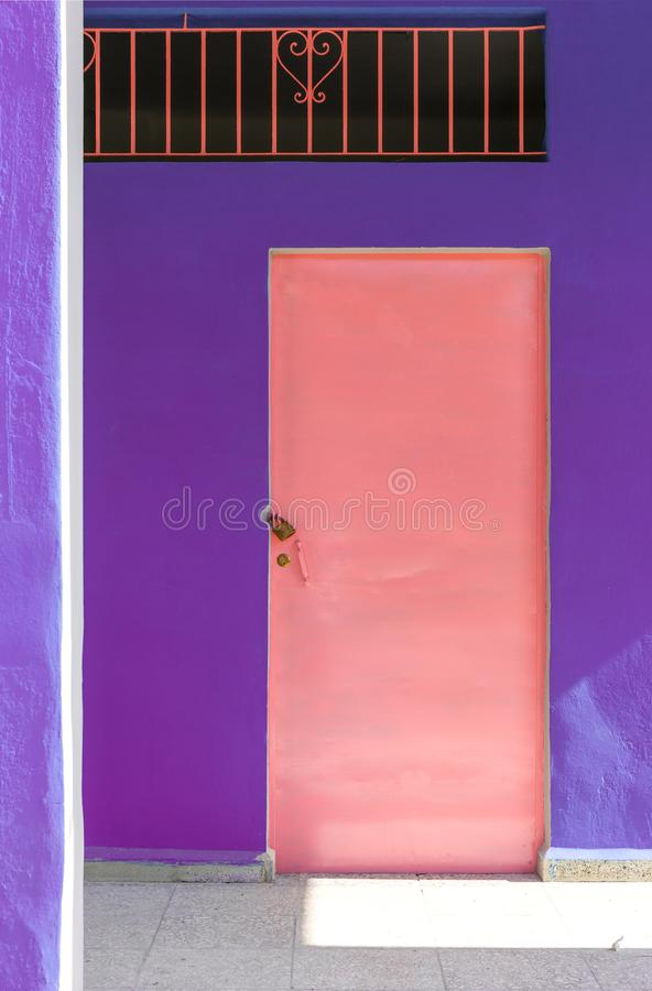 Free Pink Door And Purple Wall In Cuba Royalty Free Stock Photo - 107119775