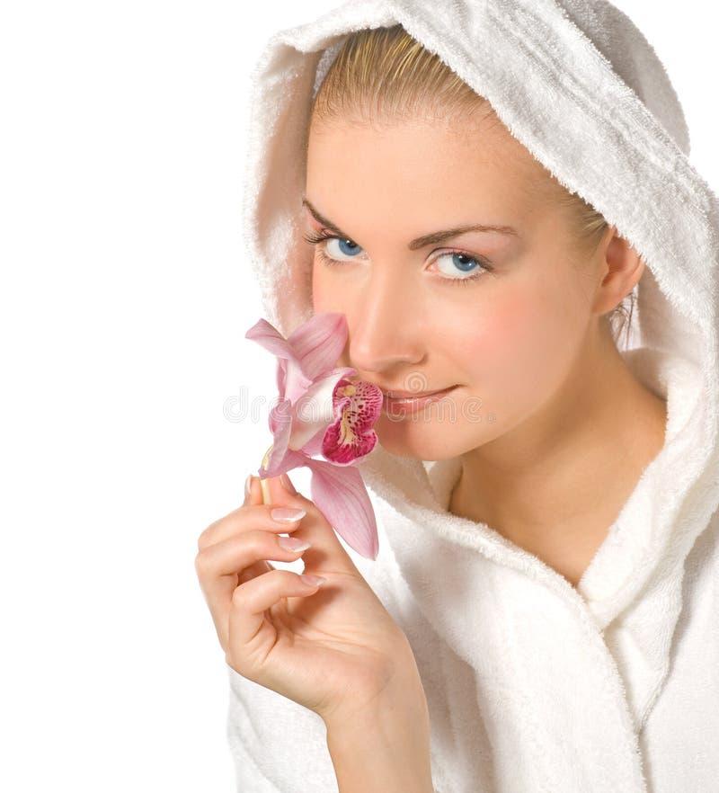 pink för flickaholdingorchid royaltyfri bild