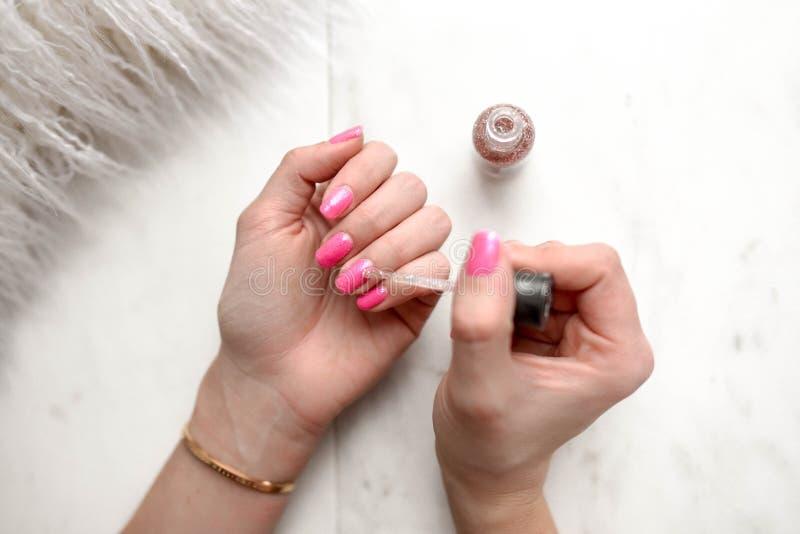 Pink Pedicure för kvinnor ' arkivbild