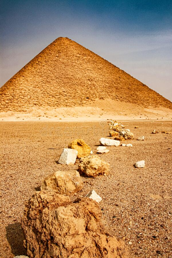 Pink Pyramid - Pharaoh Snofurs nordliga pyramid i Dakhshur, XXVI-århundradet BC royaltyfria bilder