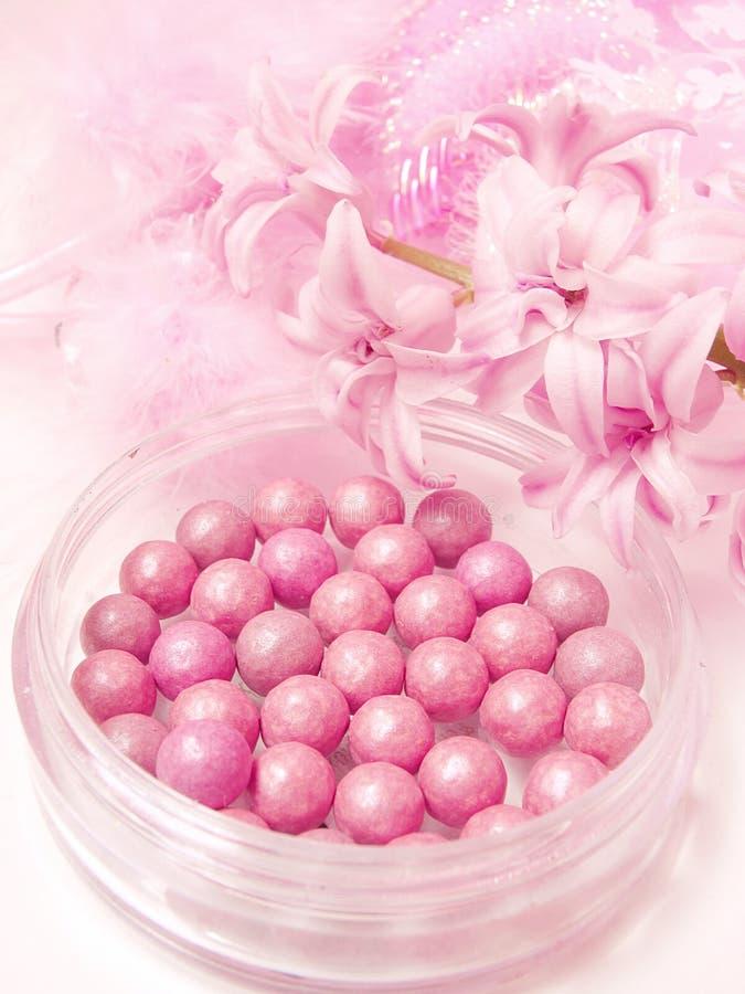 Pink rodnaden i pärlor royaltyfri bild