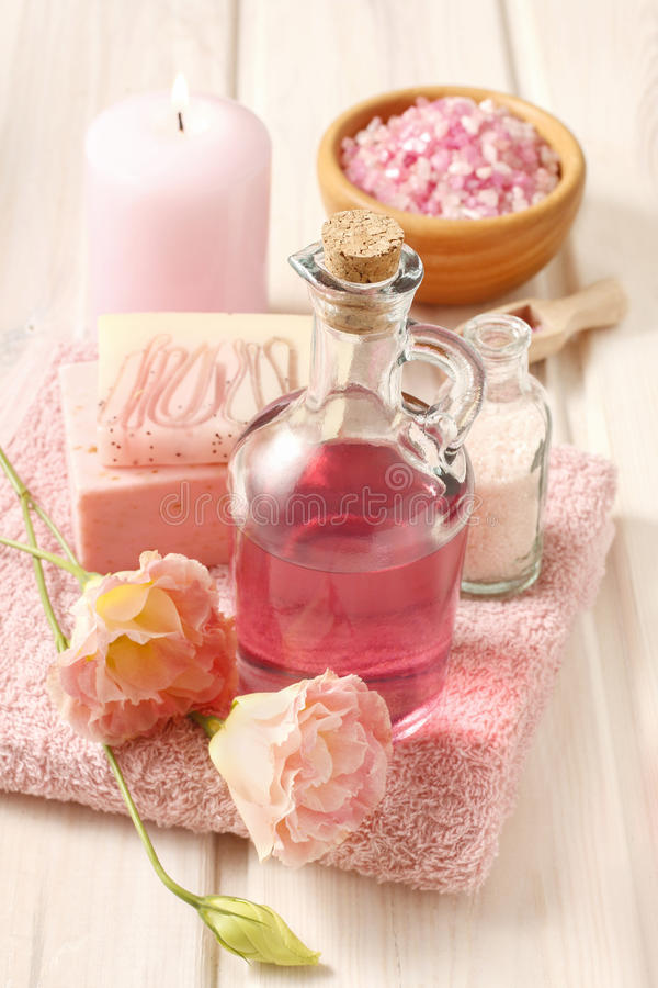 Free Pink Spa Set: Liquid Soap, Scented Candle, Towel And Rose Sea Sa Stock Photography - 75319552