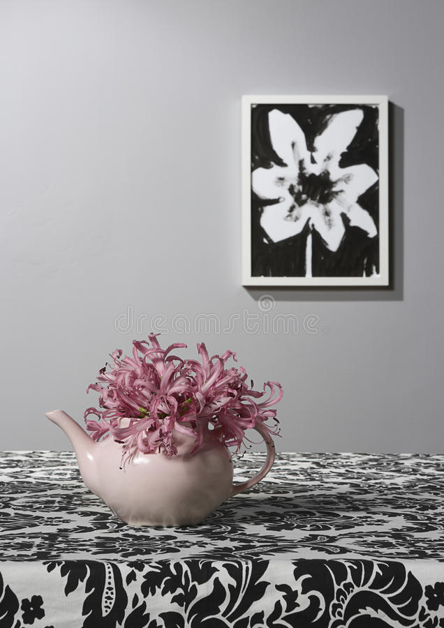 Free Pink Tea Pot Vase With Flower Drawing Royalty Free Stock Photography - 10720617