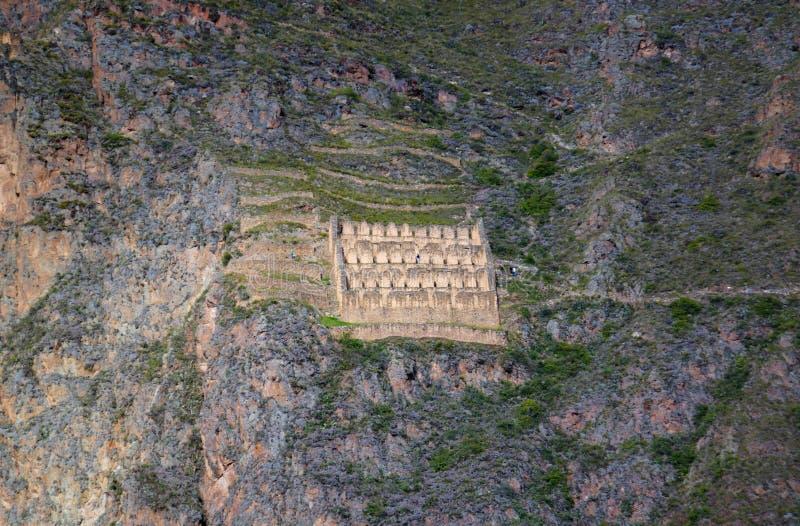 Pinkuylluna, almacenes del inca en el sitio arqueológico de Ollantaytambo, Cuzco, Perú fotos de archivo