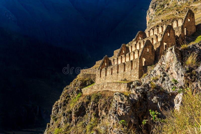 Pinkuylluna, ruínas dos depósitos antigos do Inca situados no mounta imagem de stock royalty free