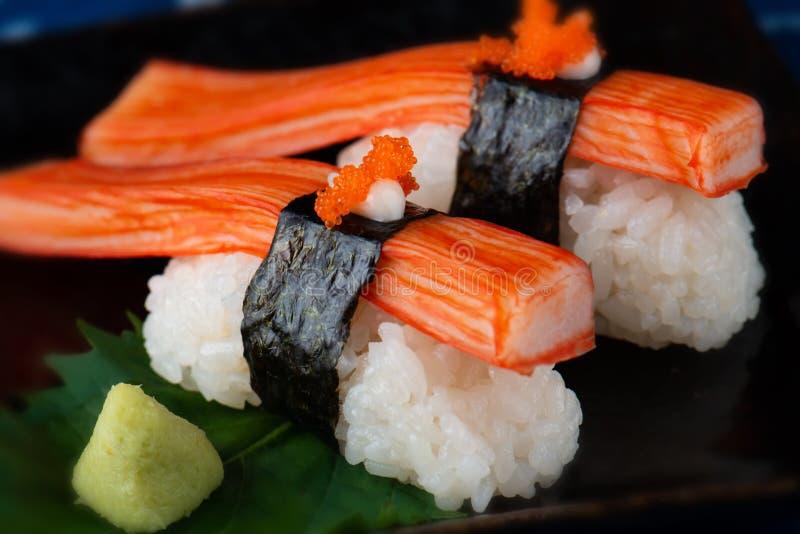 Pinne för japansk krabba eller kani sushi royaltyfria foton