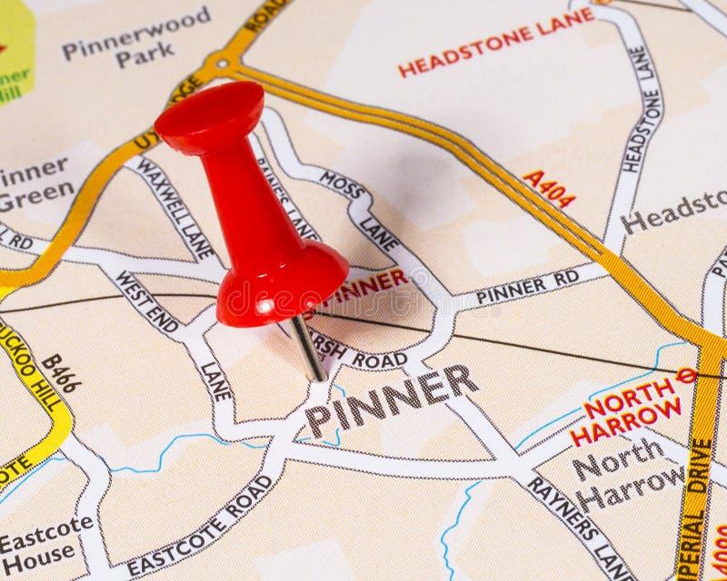 Pinner en un mapa del Reino Unido imagenes de archivo