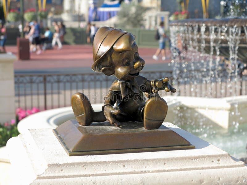 Pinocchio staty royaltyfri fotografi