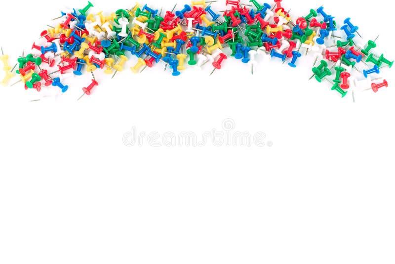 Pinos da cor dos artigos de papelaria usados no escritório fotografia de stock royalty free