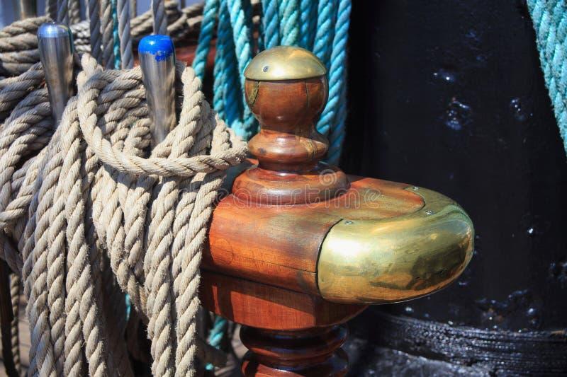 Pinos de segurança de aço com cordas imagem de stock royalty free
