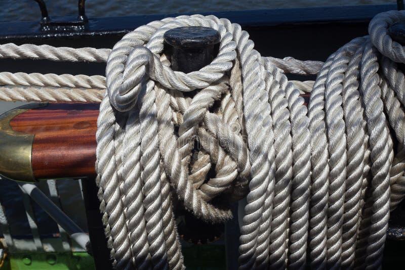 Pinos de segurança de aço em um navio de navigação fotos de stock royalty free
