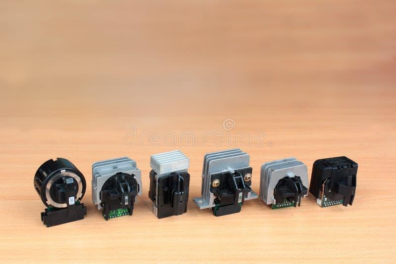 9 pinos velho e 24 cabeça de impressão da impressora de matriz do ponto do pino foto de stock
