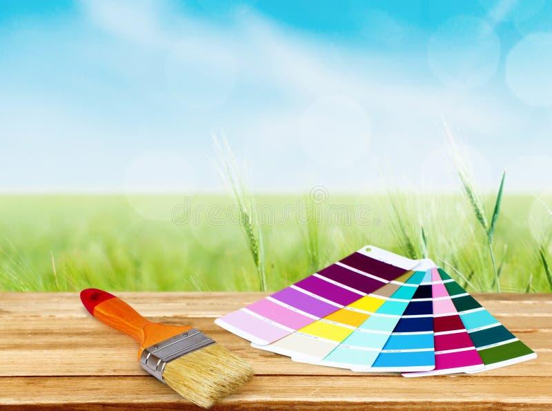 Pinsel und Farbenpaletten für Reparatur an lizenzfreies stockfoto