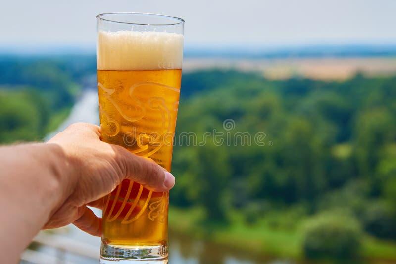 Pint van Tsjechisch bier op een terras in Melnik, Tsjechische Republiek royalty-vrije stock foto