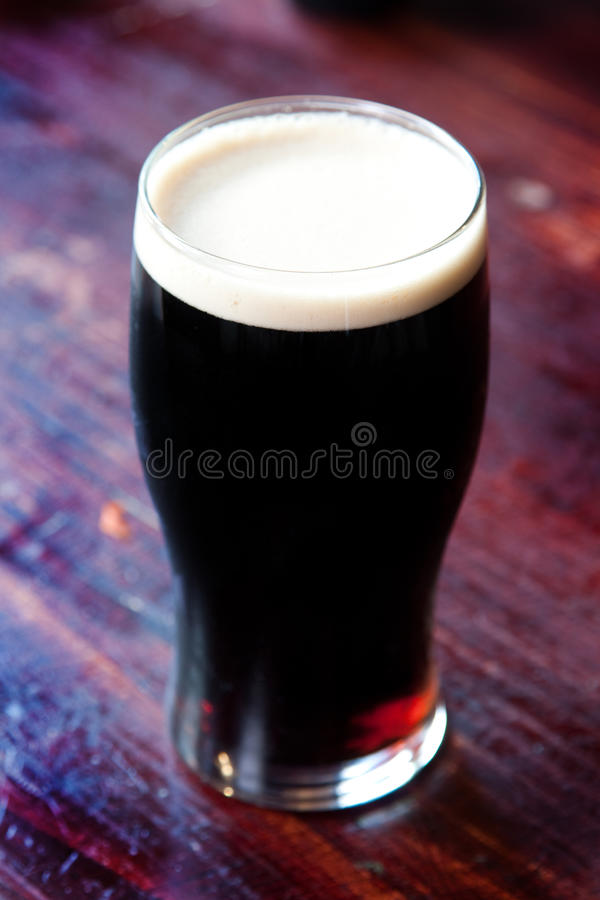 Pinta da cerveja de malte fotos de stock royalty free