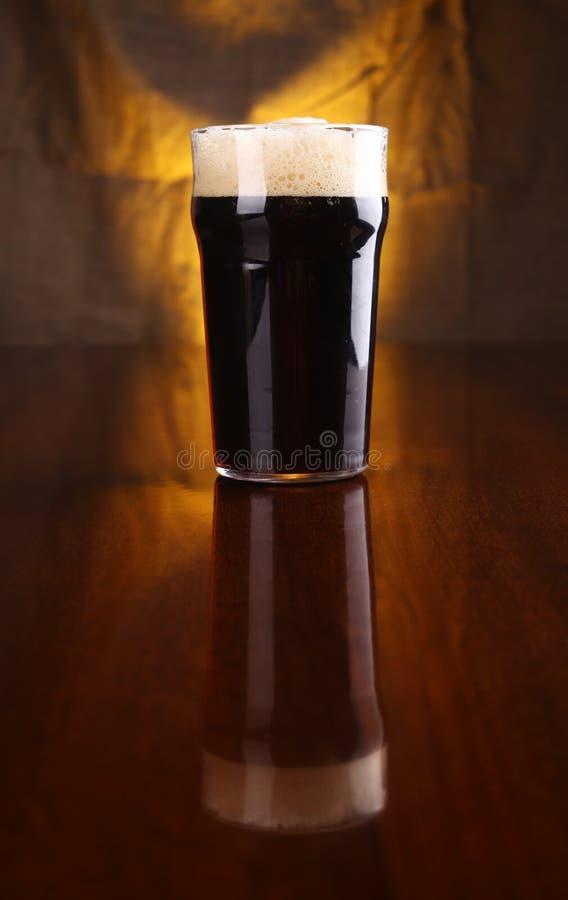 Pinta da cerveja de malte foto de stock royalty free