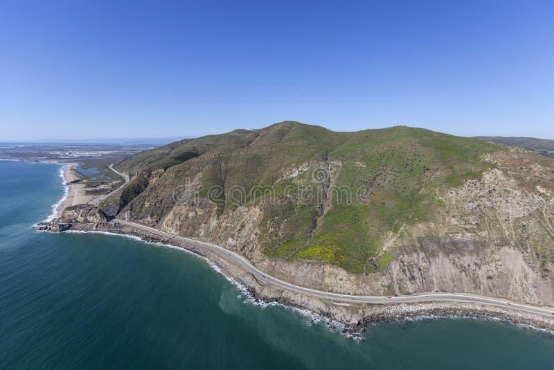 Pinta Mugu e antena da estrada da Costa do Pacífico em Ventura County foto de stock