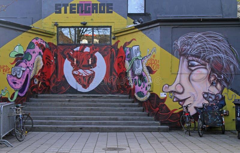 Pintada de la calle en la pared en Copenhague imagen de archivo