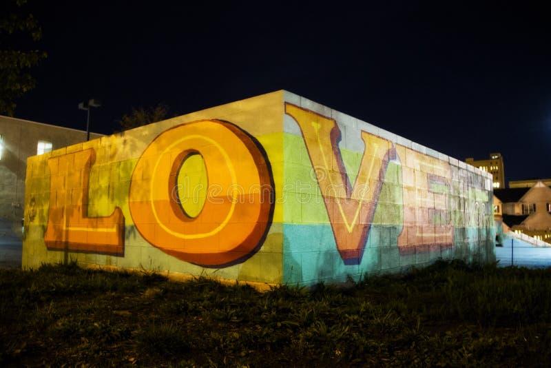 Pintada del amor en una pared en Rochester Nueva York fotos de archivo