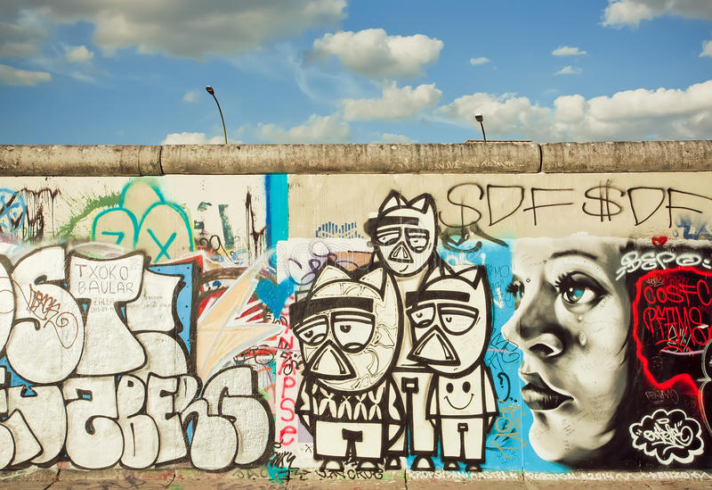 Pintada desconocida divertida de los artistas de la galería al aire libre de la zona este foto de archivo libre de regalías