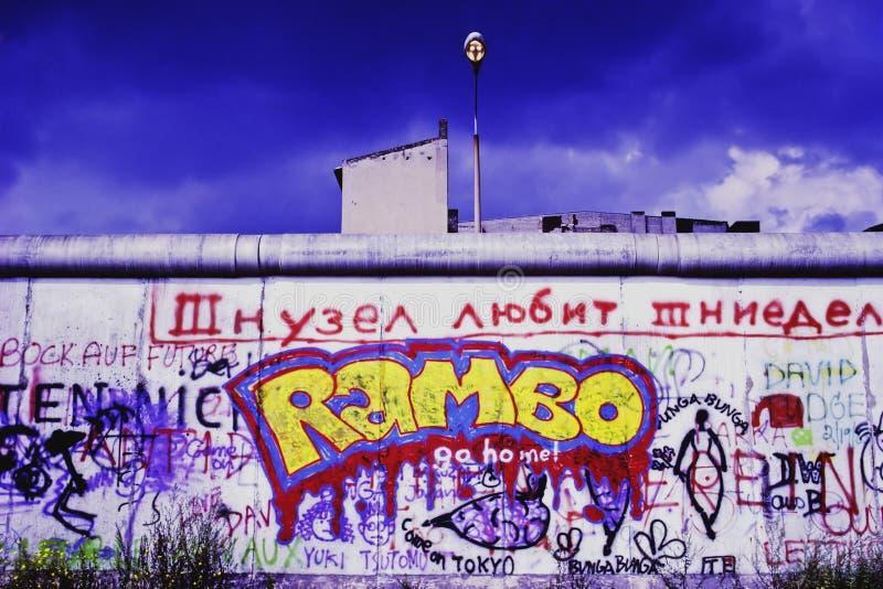 Pintada en Berlin Wall fotos de archivo