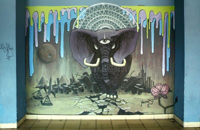 Pintada en el término de autobuses central bajo la forma de elefante imagen de archivo