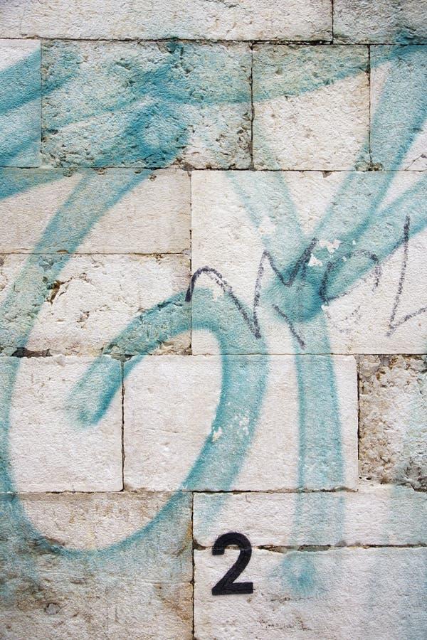 Pintada en la pared en Lisboa, Portugal. imagenes de archivo