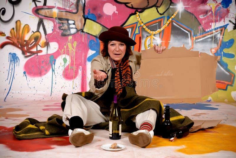 Pintada urbana del vagabundo femenino fotos de archivo