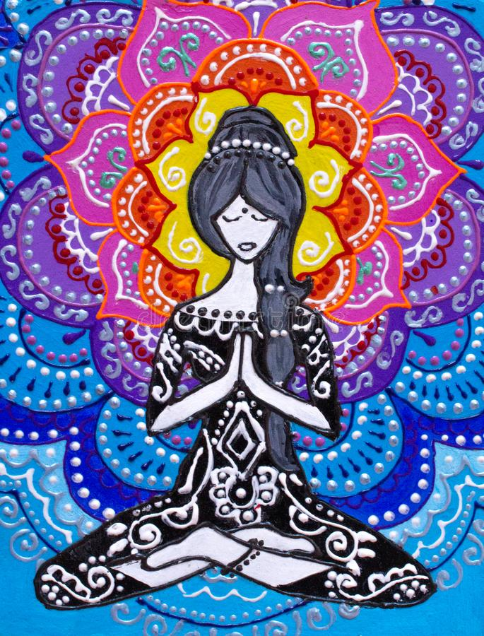 Pintando, a menina senta-se em uma posição de lótus, contratada na ioga, atrás de sua mandala brilhante, cores brilhantes ilustração do vetor