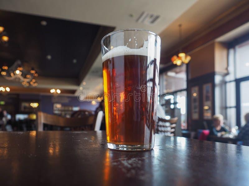 Pinte britannique de bière de bière anglaise images stock