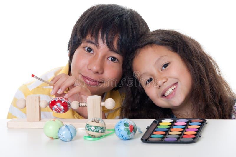 Pinte el huevo de Pascua fotos de archivo