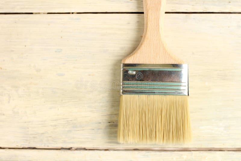 Pinte a escova na tabela de madeira da prancha do vintage branco velho Lugar para o texto ou o logotipo fotos de stock royalty free
