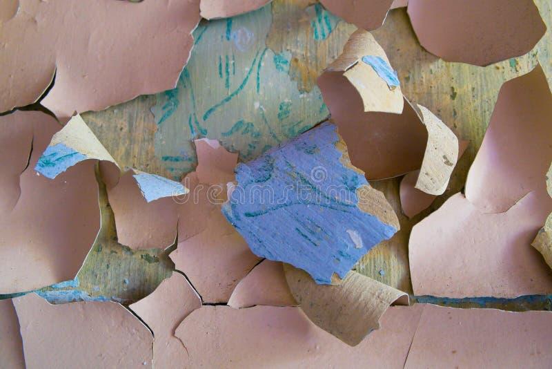 Pinte la pared pelada y agrietada imagen de archivo