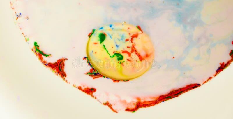 Pinte las burbujas en líquido imagen de archivo libre de regalías