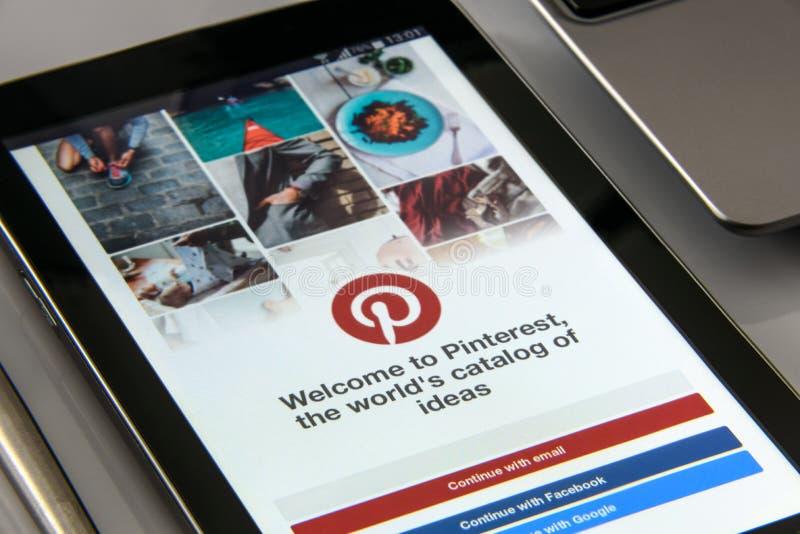 Pinterest app sullo smartphone immagine stock