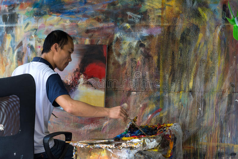 Pintor de óleo Working imagens de stock royalty free